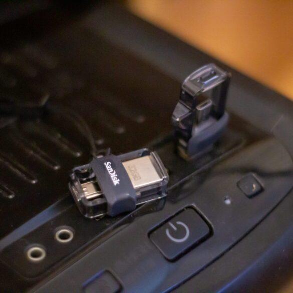 SanDisk Dual Drive fot. własne